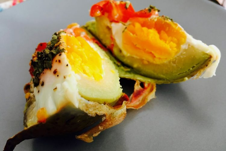 Zapečené avokádo s vejcem k snídani
