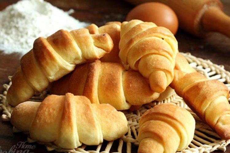 Video: Nadýchané máslové rohlíčky skvělé ke snídani