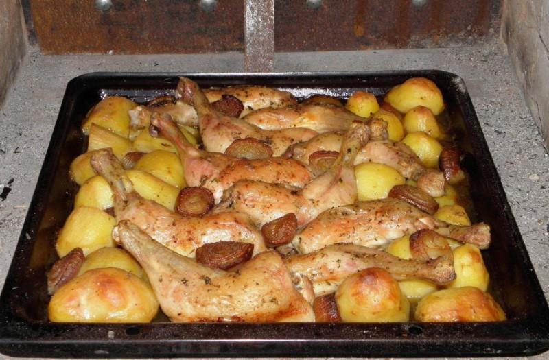 Kuřecí stehna s přílohou z jednoho pekáče s dokonalou chutí recept