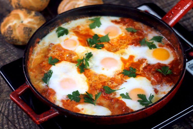 Shakshuka – pánev plná rajčat, paprik a vajíček