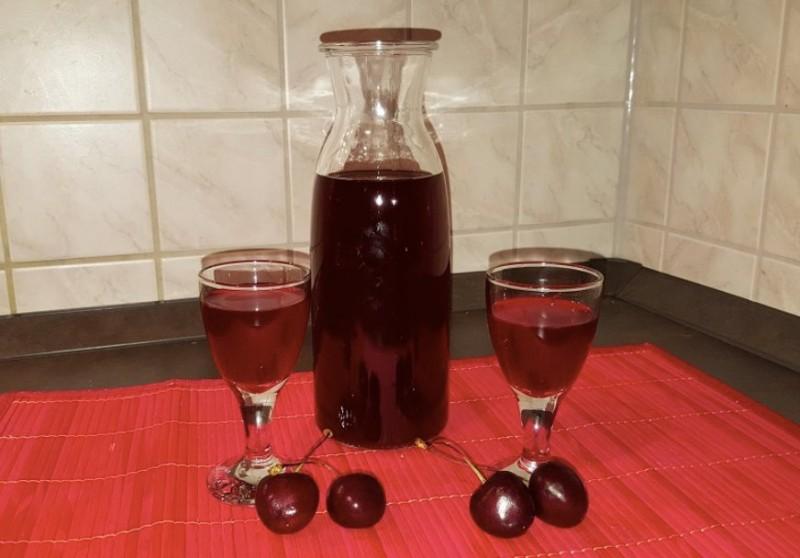 Chutný domácí višňový likér s nasládlou chutí recept