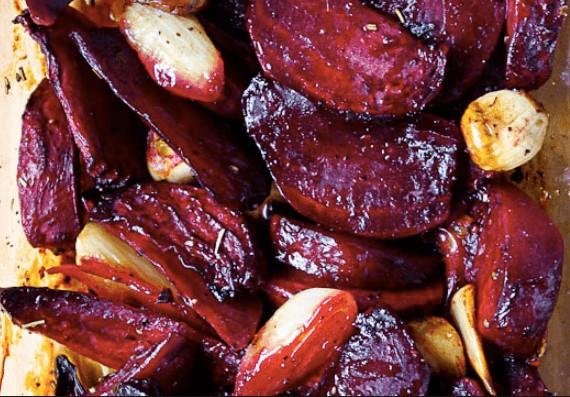 Pečená červená řepa s česnekem recept od Jamie oliver