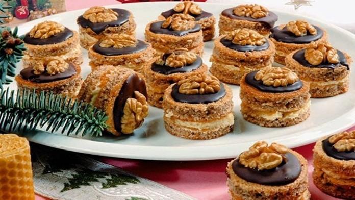 Karamelové vánoční cukroví s čokoládovou polevou a opravdu famózní chutí recept