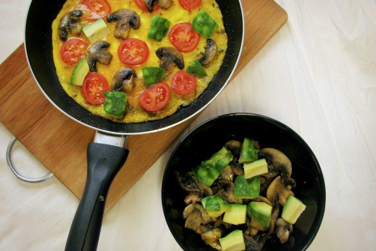 Vaječná omeleta s žampiony a zeleninou