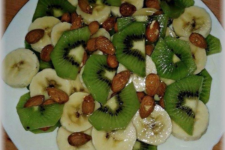 Ovocná svačinka s mandlemi a medem