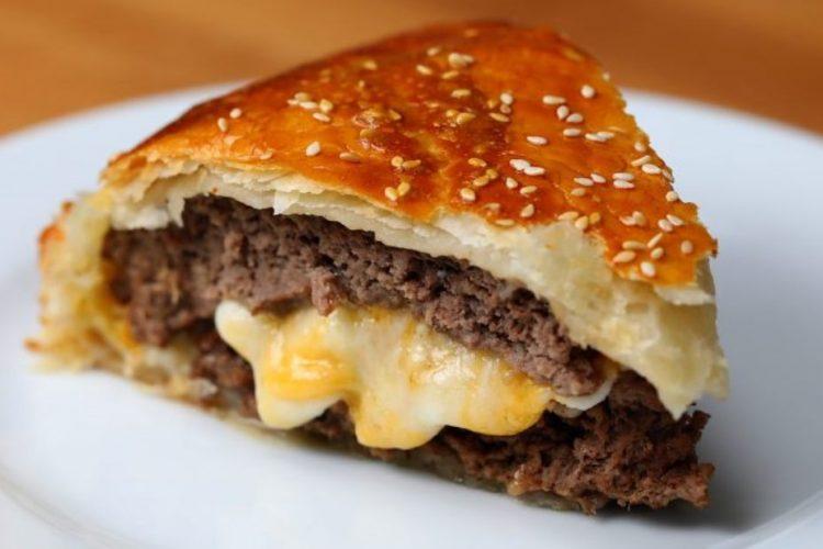 Video: Originální obří cheeseburger v listovém těstě