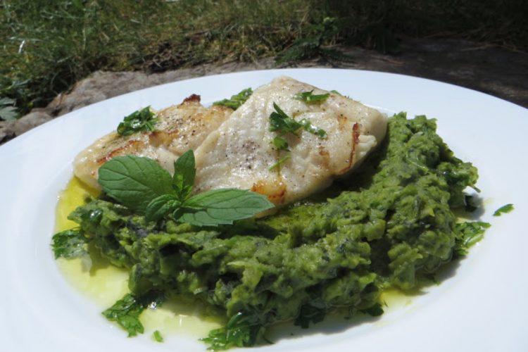 Restovaná ryba s hráškovým pyré