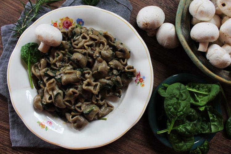 Houbovo-špenátové těstoviny z jedné pánve do 30 minut