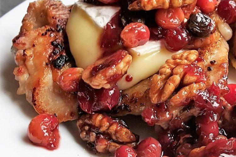 Kuře s brusinkami, ořechy a hermelínem