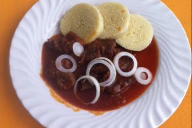 Guláš z hovězího masa s knedlÍkem