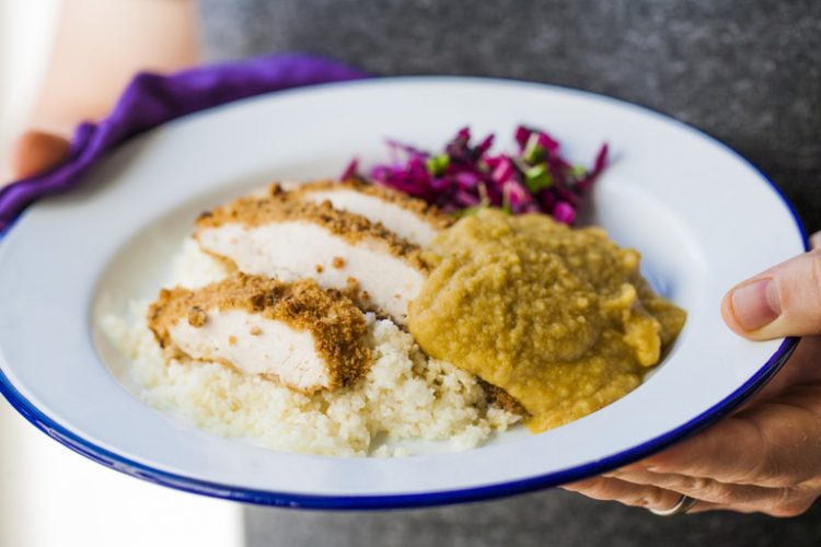Video: Zdravá verze kuřecího Katsu curry s květákovou rýží