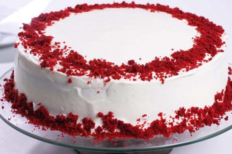 Video: Slavný rudý dort red velvet s vanilkovým krémem