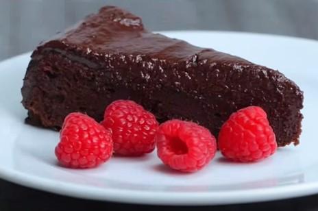 Extra vláčný čokoládový dort