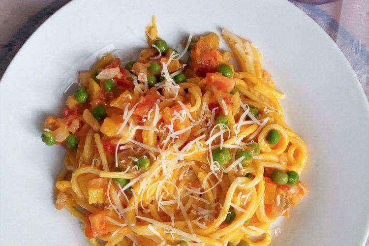 Špagety s dýňovou omáčkou a zeleninou
