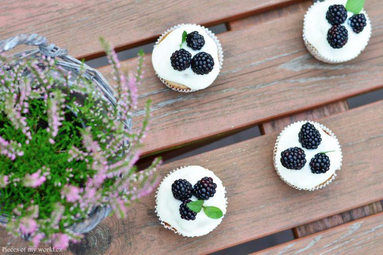 Skořicové muffiny s ostružinami