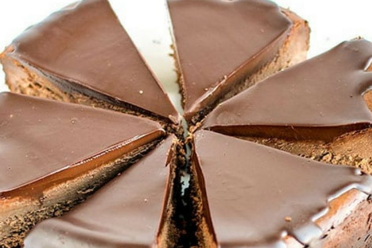 Dvojitě čokoládový cheesecake s kakaovými sušenkami
