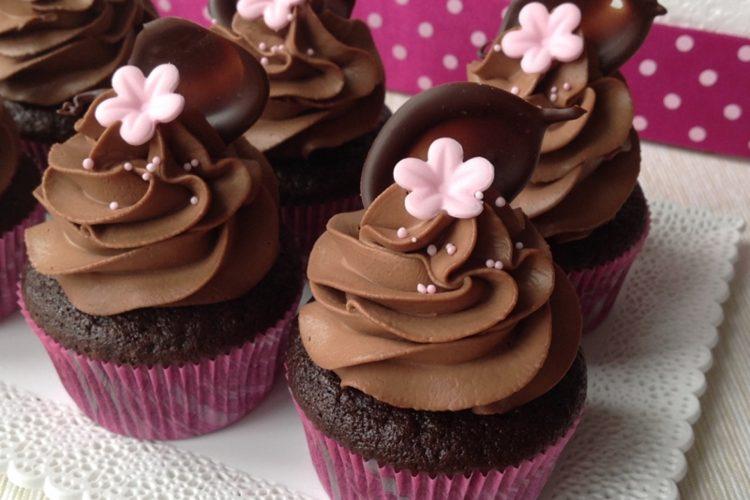 Čokoládové cupcakes plněné slaným karamelem