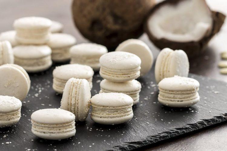 Video: Kokosové makronky s krémem z bílé čokolády