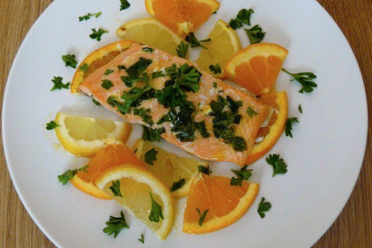 Losos v marinádě z pomerančů a bylinek