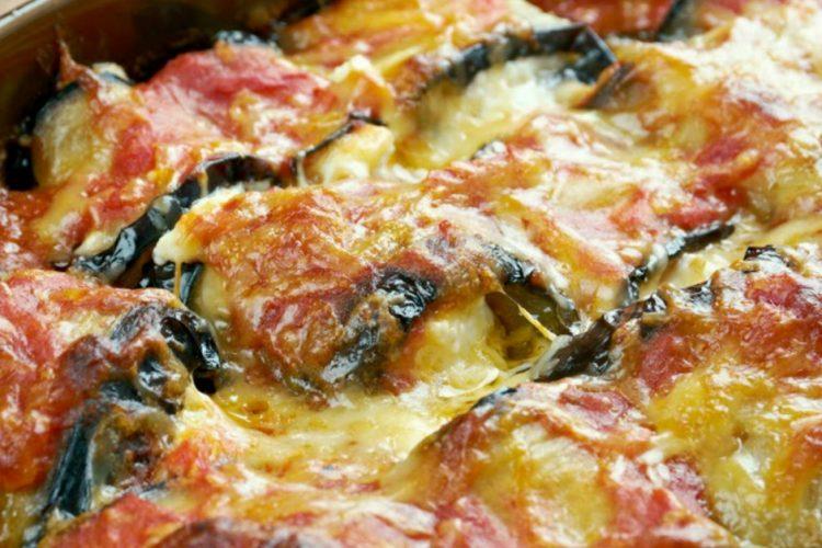 Zapékaný lilek se špenátem, ricottou a dvěma druhy sýrů za 45 minut