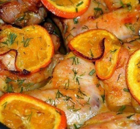 Šťavnaté kuře pečené na pomerančích a medu