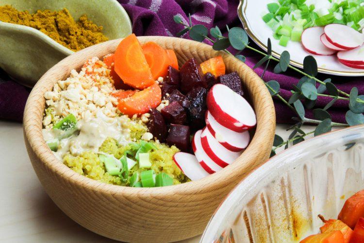 Kari quinoa s pečenou zeleninou | quinoa bowl