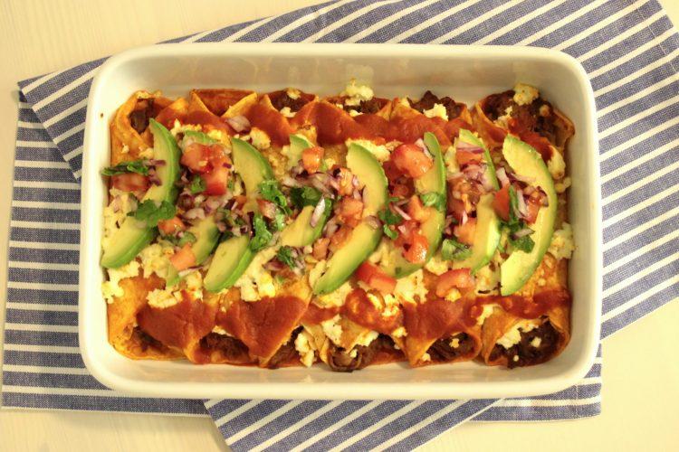 Hovězí enchiladas s avokádem a salsou