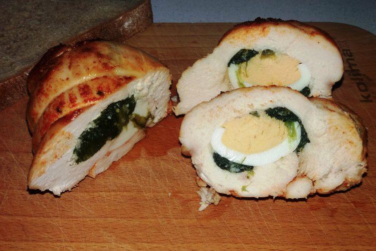 Kuřecí kapsa s vejcem a špenátem