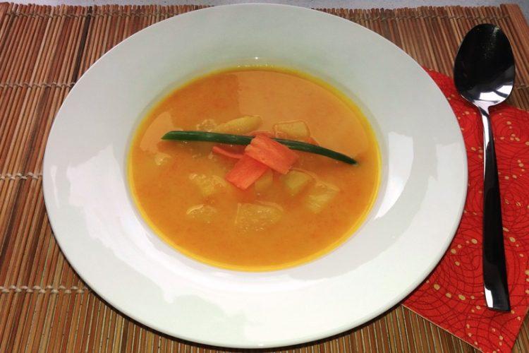 Jednoduchá mrkvová polévka, kterou si zamilují i děti