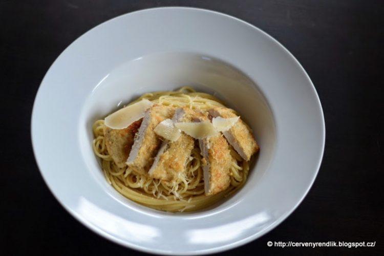 Citrónové špagety a parmezánové kuře