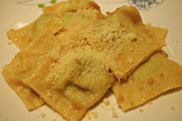 Ravioli s máslem a šalvějí