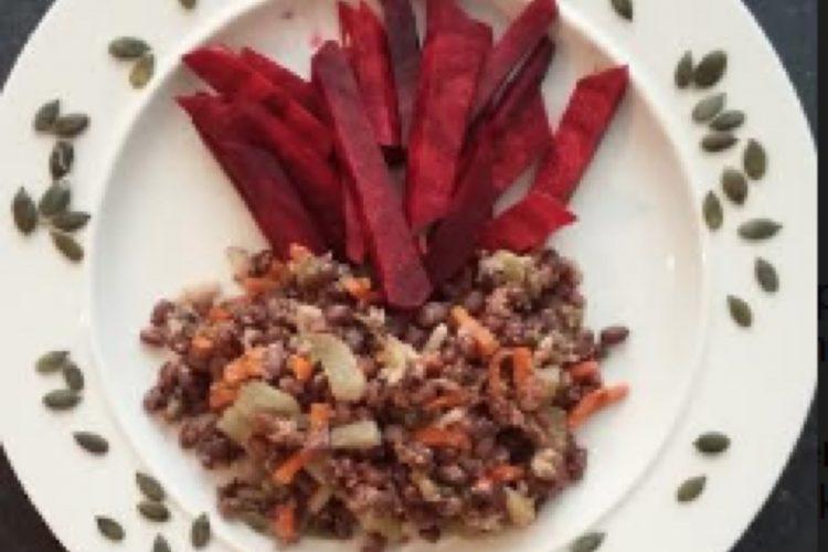 Fazole adzuki se zeleninou, červenou řepou a dýňovými semí