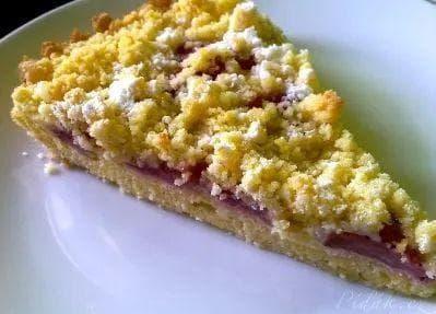 Drobénkový koláč s ovocem (bez vajec)