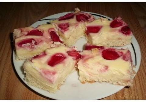 Tvarohovo jahodový koláč