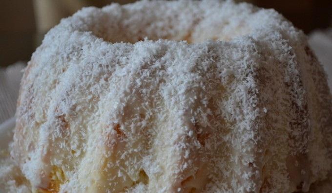 Senzační RAFFAELLO bábovka s vanilkovým krémem