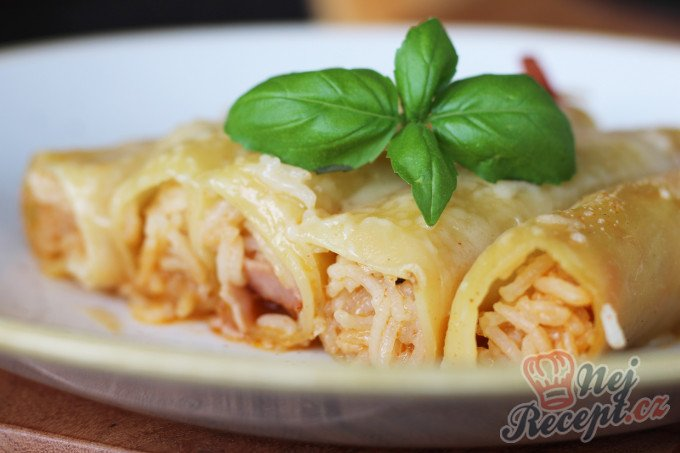 Plněné cannelloni s rýží, parmezánem a šunkou