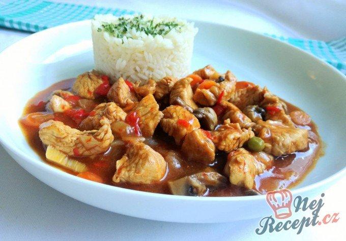 Krůtí guláš s rýži