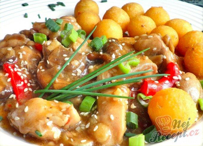 Kuřecí směs s houbami a smažené bramborové krokety