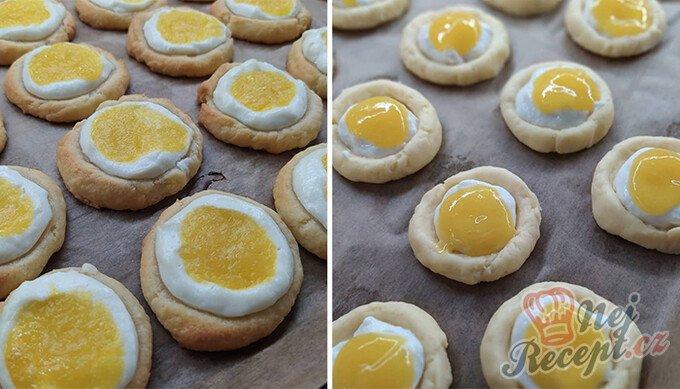 Koláčky z taveného sýra plněné ricottou a mangovým pyré