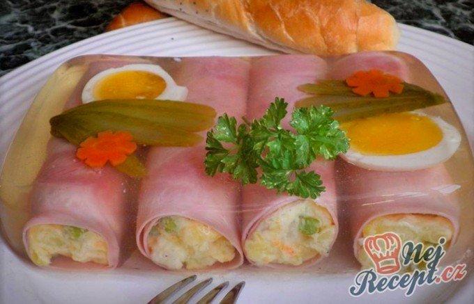 Šunkové rolky s bramborovým salátem v aspiku