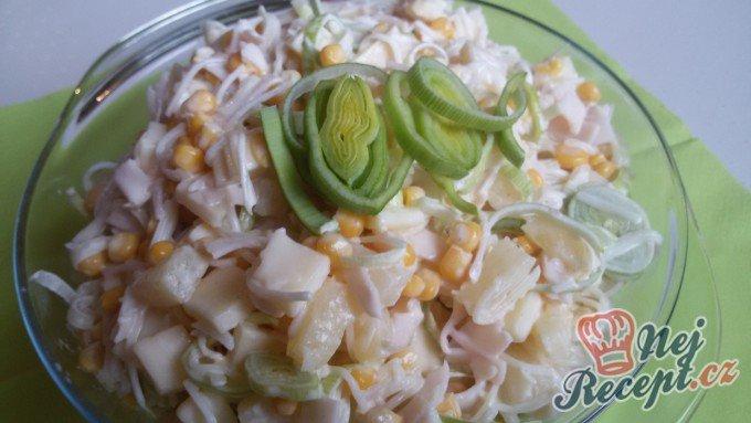 Celerový salát s ananasem a pórkem