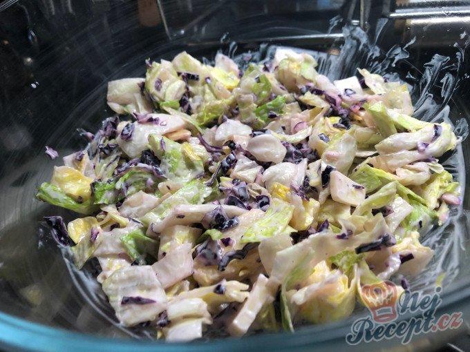 Fatastický, lehký a chutný FIT salát s červeným zelím a bílým jogurtem