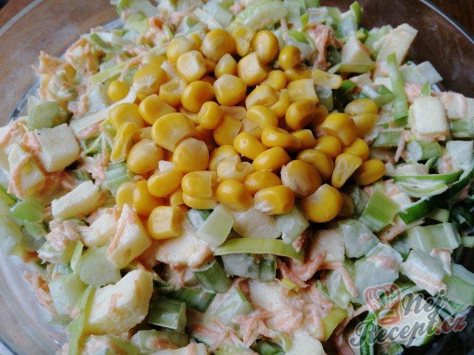 Výborný celerový salát, který dokonale nahradí oblíbený bramborový salát