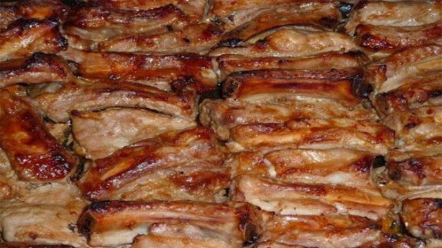 Chrumkavý pečený bravčový bok marinovaný v mede, horčici a kečupe!