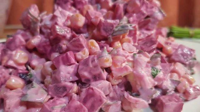 Šalát z červenej repy so syrom a jednoduchou prípravou!
