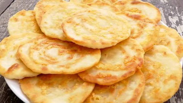 Syrové placky z panvičky pripravené za 15 minút s úžasnou chuťou! Zamiluje si ich celá Vaša rodina