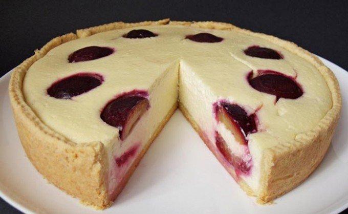 Pečený cheesecake se švestkami