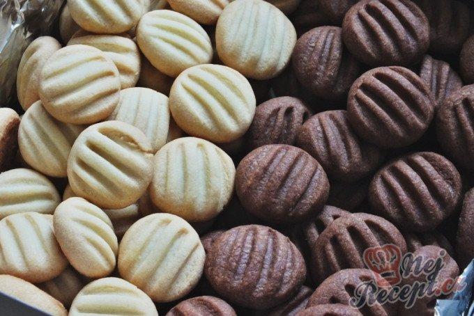 Pudinkové sušenky s chutí vanilky a kakaa – nepotřebujete žádné formičky a vánoční cukroví může vypadat skvěle