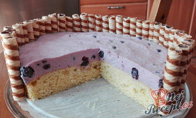 Jogurtový dort s borůvkami