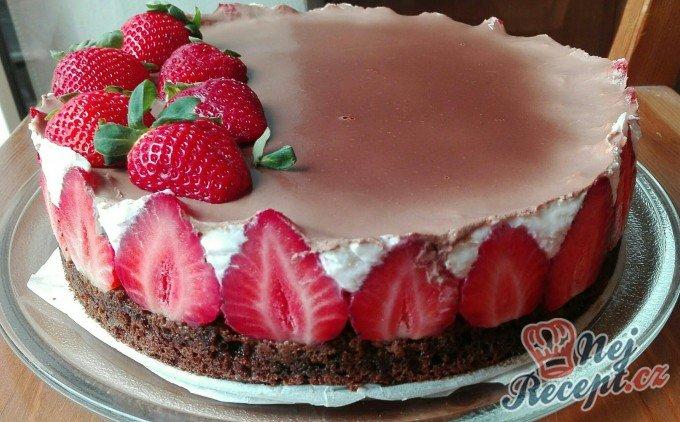 Mini tvarohový dortík s jahodami – FOTOPOSTUP